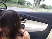 Porno orale con la fidanzata fuori dalla macchina sulla strada